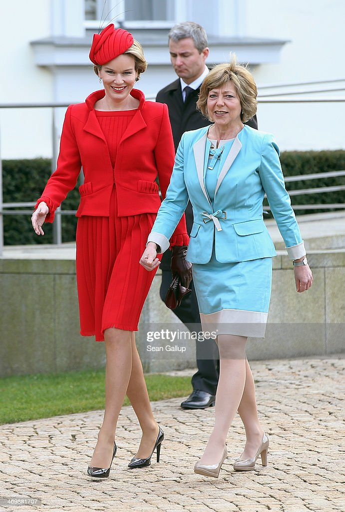 German First Lady Daniella Schadt (R) and <a gi-track='captionPersonalityLinkClicked' href=/galleries/search?phrase=Queen+Mathilde+of+Belgium&family=editorial&specificpeople=239189 ng-click='$event.stopPropagation()'>Queen Mathilde of Belgium</a> prepare to greet visitors outside Schloss Bellevue on February 17, 2014 in Berlin, Germany. King Philippe and Queen Mathilde are in Berlin to attend a German-Belgian conference.