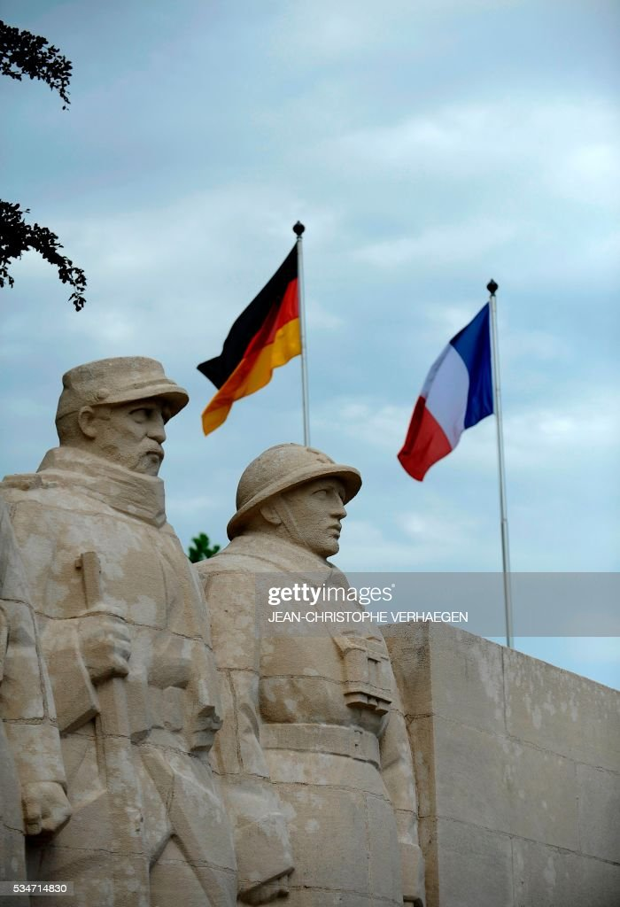 German flag and French flag are pictured in front of the War Memorial 1914-18, on May 27, 2016 in Verdun, eastern France. AFP PHOTO / Jean-Christophe VERHAEGEN / AFP / JEAN