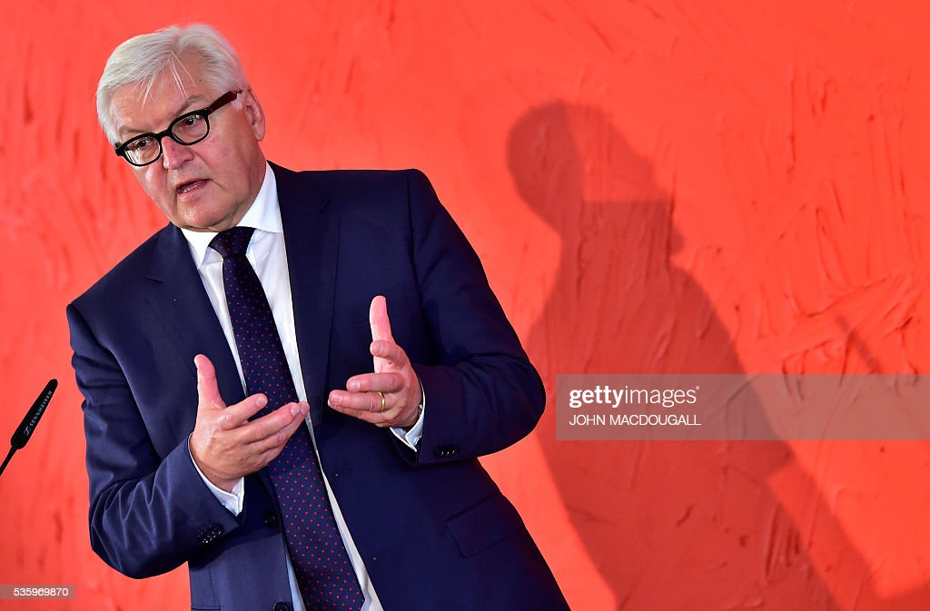 German Foreign Minister Frank-Walter Steinmeier addresses foreign journalists during a press conference for the Foreign Correspondent's Club (VAP) at the foreign ministry in Berlin on May 31, 2016. / AFP / JOHN