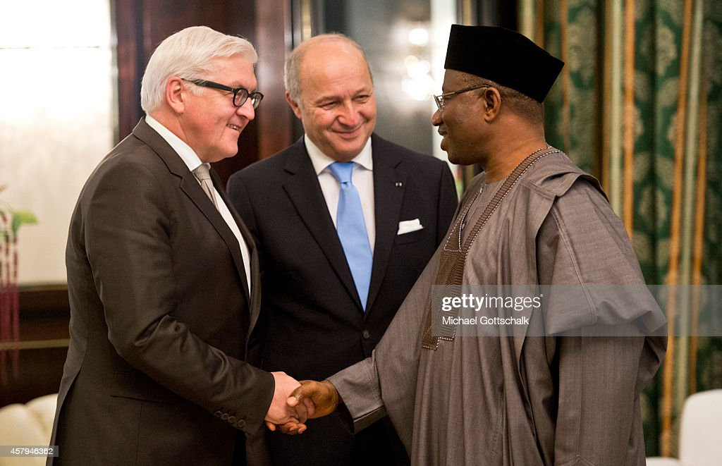 German Foreign Minister Frank-Walter Steinmeier (L) and French Foreign Minister Laurent Fabius meet Nigerias President Goodluck Jonathan (R) on October 27, 2014 in Abuja, Nigeria.