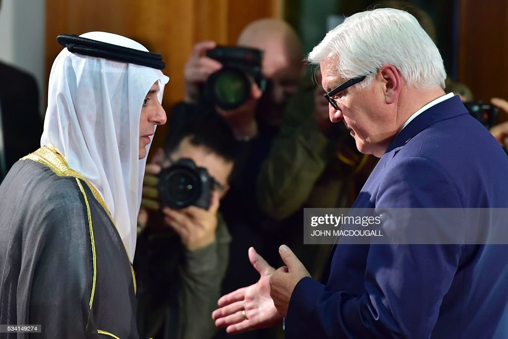 German Foreign Minister Frank-Walter Steinmeier (R) talks with his Saudi counterpart Adel al-Jubeir during a joint press conference on May 25, 2016 at the Foreign Ministry in Berlin. / AFP / John MACDOUGALL