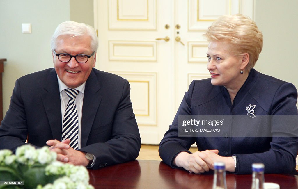 German Foreign Minister Frank-Walter Steinmeier (L) talks with Lithuania's President Dalia Grybauskaite during an official meeting at the presidential palace in Vilnius on May 26, 2016. / AFP / Petras Malukas