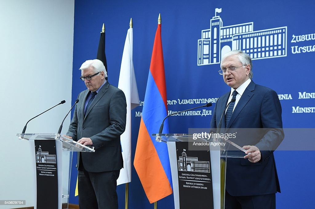 German Foreign Minister Frank-Walter Steinmeier, who currently chairs the Organisation for Security and Cooperation in Europe (OSCE) (L) and Armenian Foreign Minister Edward Nalbandian (R) attend a press conference in Yerevan on June 29, 2016