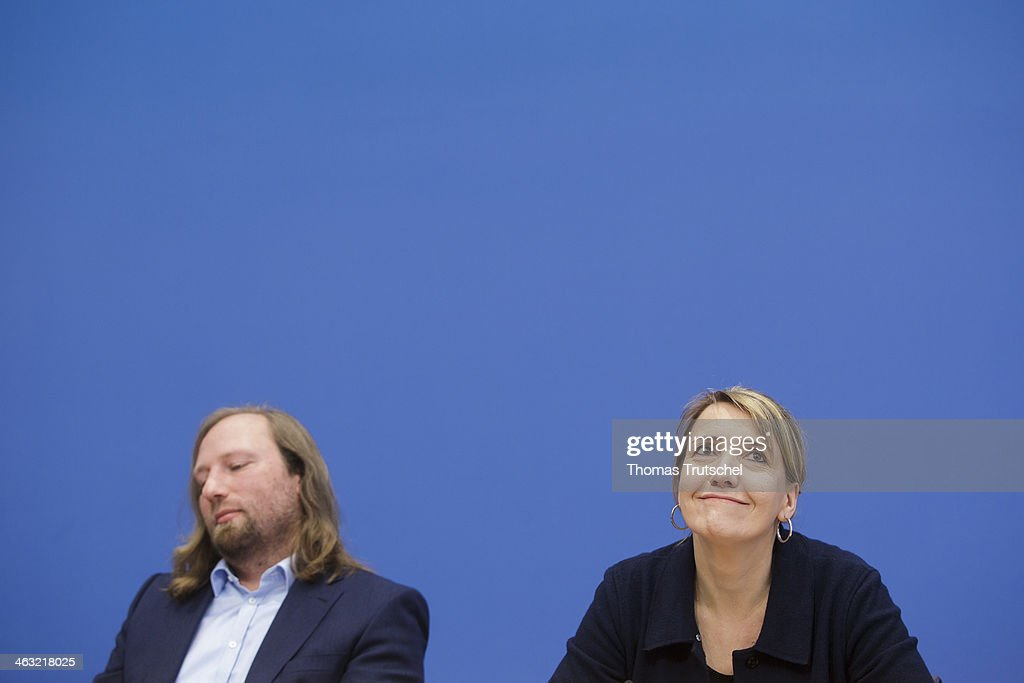 German Greens Party (Buendnis 90/Die Gruenen) faction leader <a gi-track='captionPersonalityLinkClicked' href=/galleries/search?phrase=Anton+Hofreiter&family=editorial&specificpeople=11451109 ng-click='$event.stopPropagation()'>Anton Hofreiter</a> and German Greens Party (Buendnis 90/Die Gruenen) co-Chairwoman <a gi-track='captionPersonalityLinkClicked' href=/galleries/search?phrase=Simone+Peter&family=editorial&specificpeople=9069989 ng-click='$event.stopPropagation()'>Simone Peter</a> speaks to the media at Bundespressekonferenz on January 17, 2014 in Berlin, Germany.