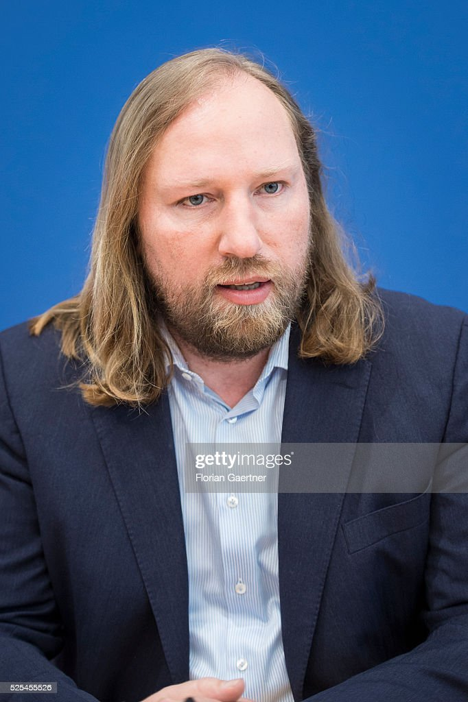 German Greens Party (Buendnis 90/Die Gruenen) faction leader <a gi-track='captionPersonalityLinkClicked' href=/galleries/search?phrase=Anton+Hofreiter&family=editorial&specificpeople=11451109 ng-click='$event.stopPropagation()'>Anton Hofreiter</a> speaks to the media about the convocation of an investigation committee for the exhaust scandal on April 28, 2016 in Berlin, Germany.