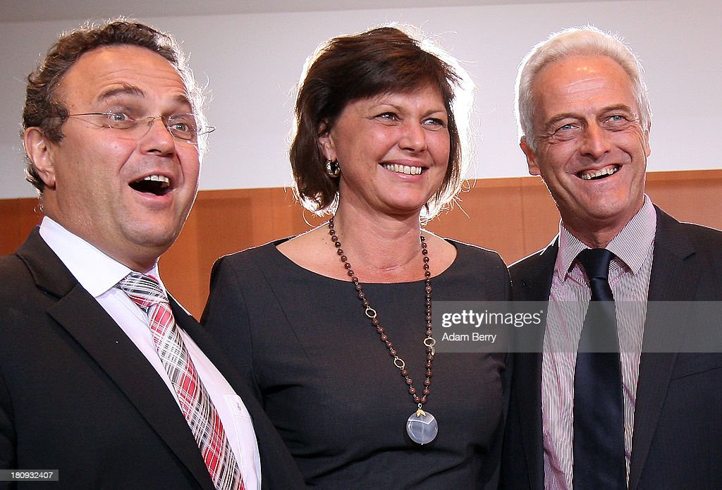 German Interior Minister HansPeter Friedrich German Agriculture and Consumer Protection Minister Ilse Aigner and German Transport Minister Peter...