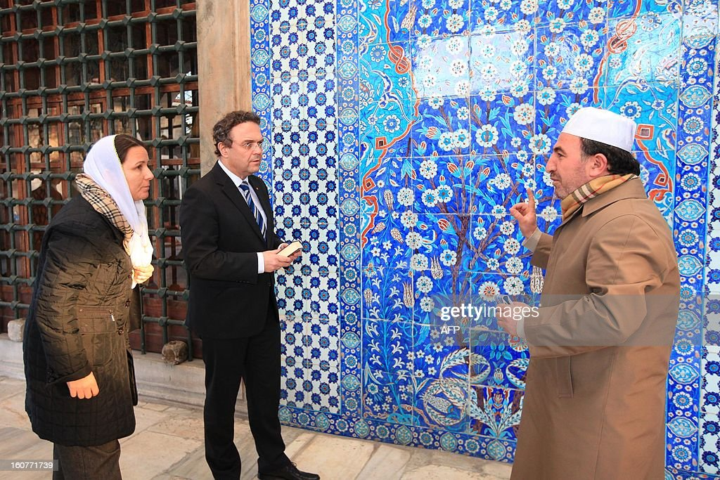 German Interior Minister Hans-Peter Friedrich (C) listens to Turkish Imam Ismail Karakelle (R) during a visit to the Rustem Pasha Mosque in Istanbul on February 5, 2013. Friedrich said Turkish authorities knew the US embassy bomber was back home illegally, a day after Turkish premier accused Germany of not keeping him under surveillance during his stay there.