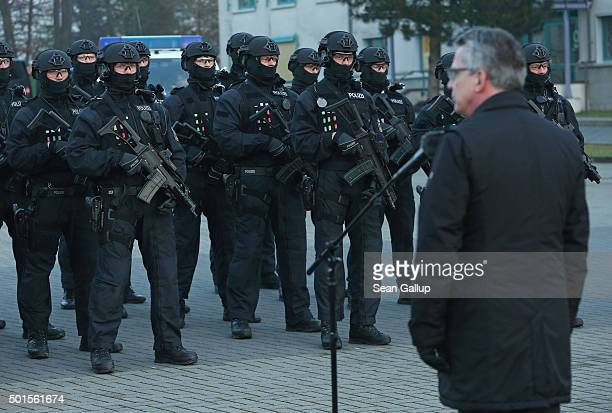 German Interior Minister Thomas de Maiziere addresses members of the new BFEplus antiterror unit of the German federal police after they took part in...