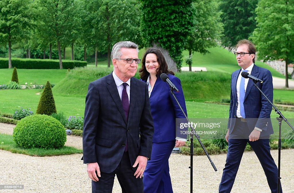 German Interior Minister Thomas de Maiziere, German Labour and Social Minister Andrea Nahles and German Transport Minister Alexander Dobrindt leave after speaking to the press at Meseberg Palace on May 24, 2016 outside Berlin / AFP / TOBIAS