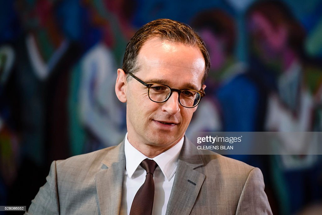 German Justice Minister Heiko Maas arrives for the weekly cabinet meeting at the Federal Chancellery in Berlin, on May 4, 2016. / AFP / CLEMENS