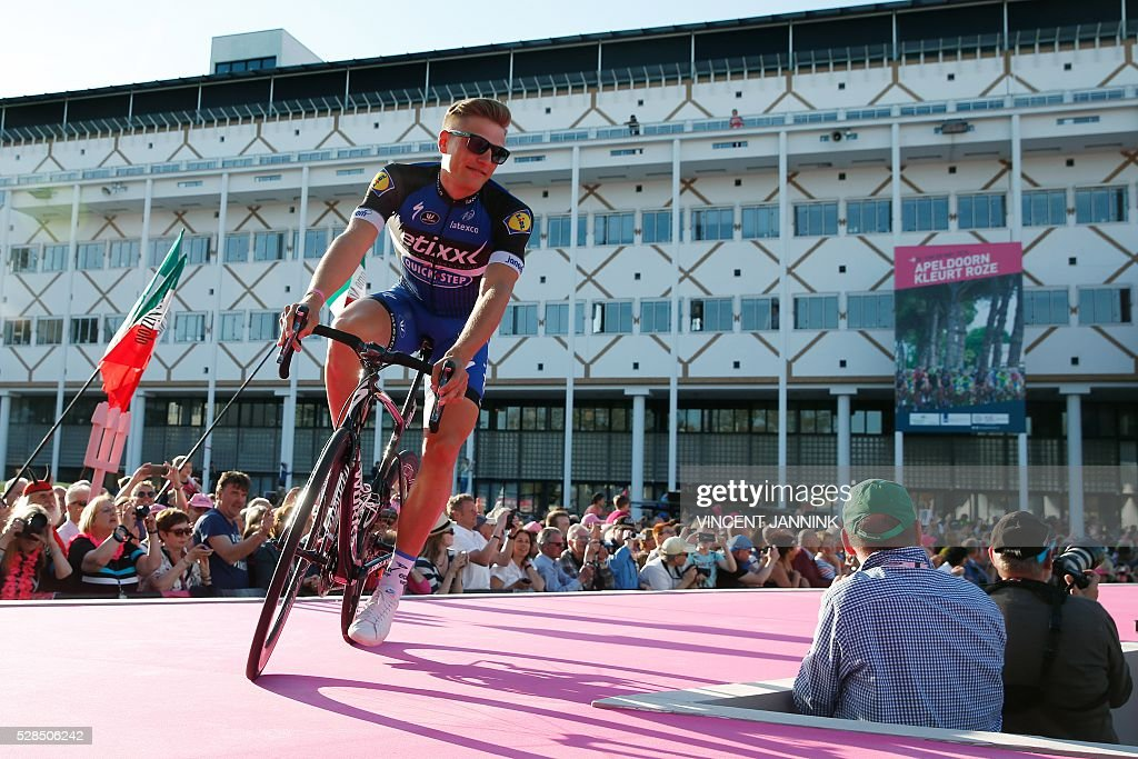 Marcel Kittel of cycling Team Etixx Quickstep arrives during the team presentation for the 99th Giro d'Italia (Tour of Italy) on May 5, 2016 in Apeldoorn. / AFP / ANP / Vincent Jannink / Netherlands OUT