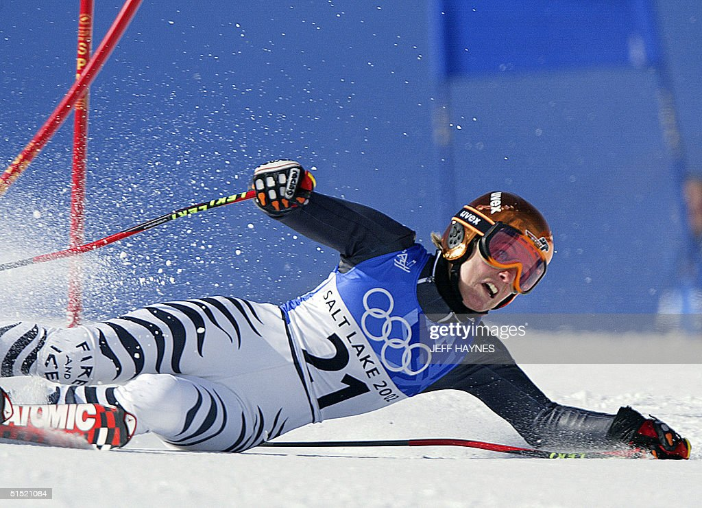german-martina-ertl-falls-during-the-womens-giant-slalom-1st-run-for-picture-id51521084