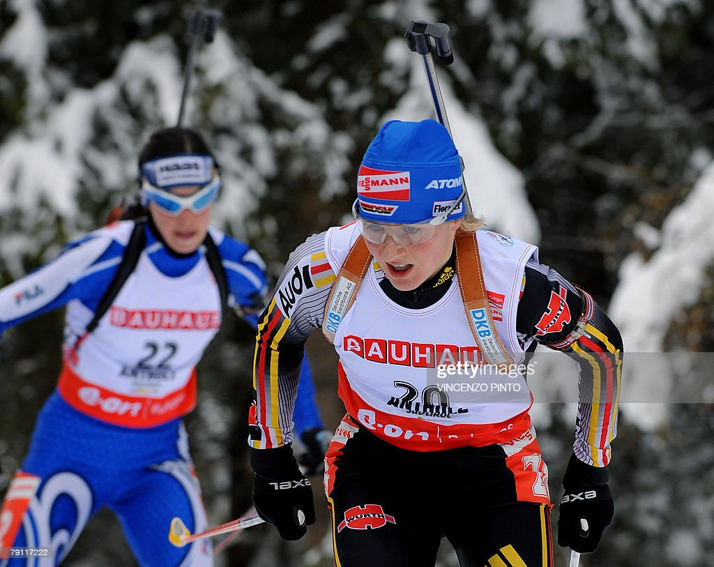 German Martina Glagow (R) skis followed by Italian Michela Ponza during the women's World Cup biathlon 10 kms pursuit 19 January 2008 in Anterselva. German Andrea Henkel won the race ahead of Russian Svetlana Sleptsova and Norwegian Tora Berger while Glagow was sixth and Ponza seventh.