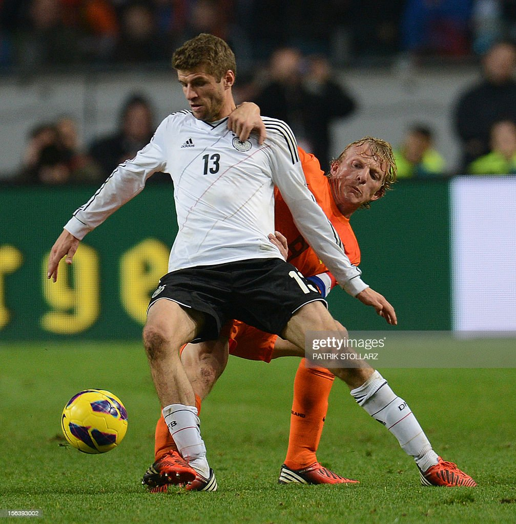 German midfielder Thomas Mueller (L) vies with Dutch forward Dirk Kuyt during the friendly football match Netherlands vs Germany on November 14, 2012 in Amsterdam.