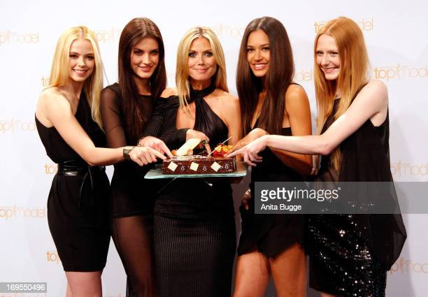 German model Heidi Klum poses with contestants Sabrina Elsner Luise Will Lovelyn Enebechi and Maike van Grieken with a birthday cake prior to Klum's...