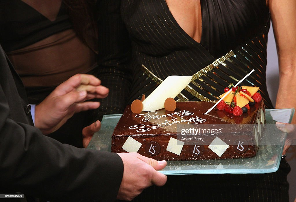 German model Heidi Klum (R) receives a birthday cake for her upcoming June 1 birthday at a photo call for the reality television show and modeling competition Germany's Next Topmodel at the Waldorf Astoria hotel on May 27, 2013 in Berlin, Germany. The show is currently in its eighth cycle and Klum is the lead judge and executive producer of the show.