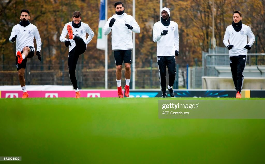 German national football team's midfielder Ilkay Guendogan, midfielder Julian Draxler, defender Emre Can, defender Antonio Ruediger and midfielder Mesut Ozil take part in a training session on November 9, 2017 at the training grounds of the Olympic stadium in Berlin, ahead of two friendly matches away to England. / AFP PHOTO / Odd ANDERSEN