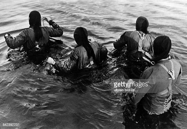2WW German Navy Frogmen starting to execute a combat mission no furter inf Nov 1944