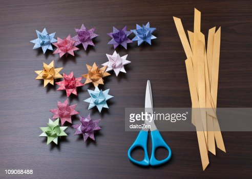 german paper stars This paper snowflake star christmas ornament is easy, quick to make and sure to wow your guests instantly  german glass glitter transforms a party store banner into a stunner hang this holiday decoration on a mantel, a banister or even on the christmas tree.