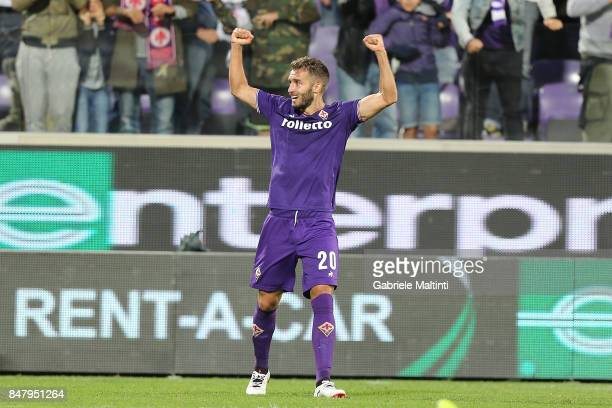 German Pezzella of ACF Fiorentina celebrates after scoring a goal during the Serie A match between ACF Fiorentina and Bologna FC at Stadio Artemio...