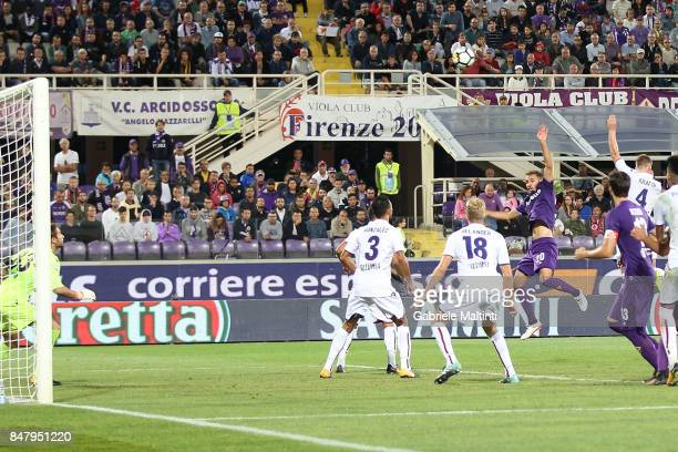 German Pezzella of ACF Fiorentina scores a goal during the Serie A match between ACF Fiorentina and Bologna FC at Stadio Artemio Franchi on September...