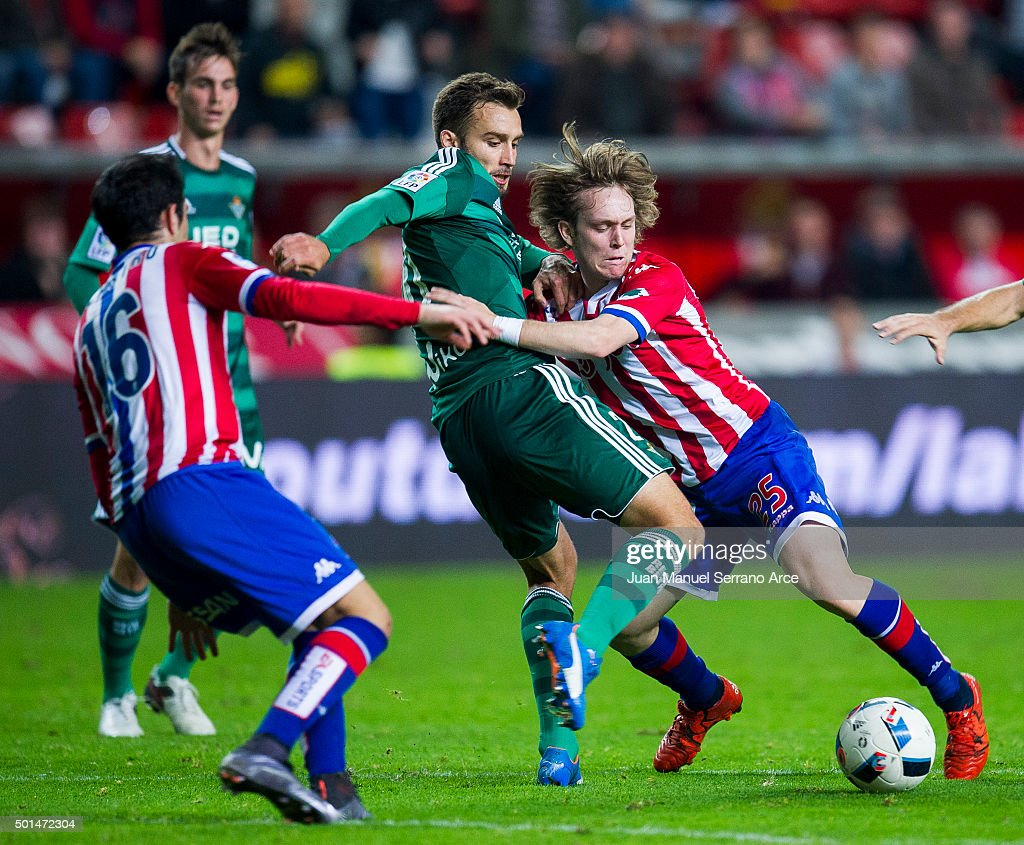 German Pezzella of Real Betis Balompie duels for the ball with Halilovic of Real Sporting de Gijon during the Copa del Rey Round of 32 match between Real Sporting de Gijon and Real Betis Balompie at Estadio El Molinon on December 15, 2015 in Gijon, Spain.