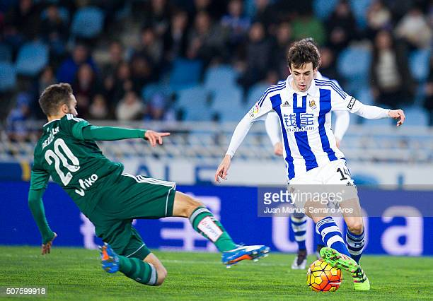 German Pezzella of Real Betis Balompie duels for the ball with Ruben Pardo of Real Sociedad during the La Liga match between Real Sociedad de Futbol...