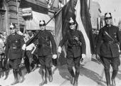 German Police enter Mainz after evacuation by the French army of occupation