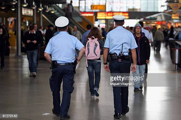 German police patrols at the main station on September 30 2009 in Munich Germany Germany is on a heightened security alert after receiving a terror...