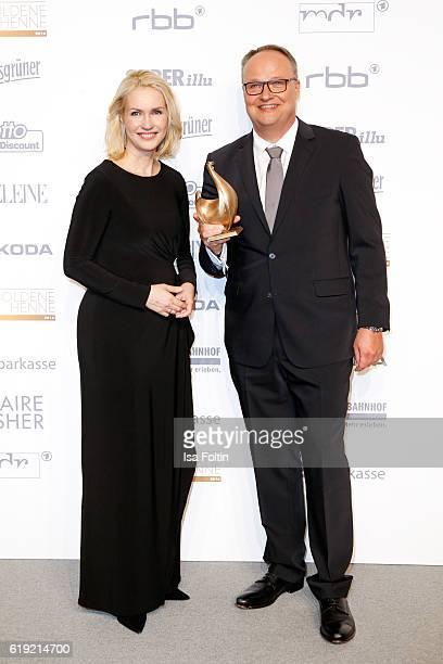 German politician Manuela Schwesig and german moderator and Golden Henne award winner Oliver Welke attend the Goldene Henne on October 28 2016 in...