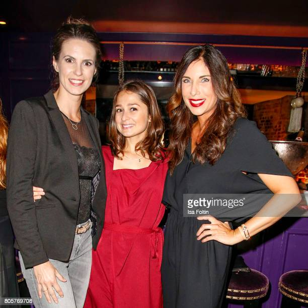 German presenter Katrin Wrobel German actress Sarah Alles and German presenter Alexandra Polzin during the host of Annabelle Mandengs Ladies Dinner...