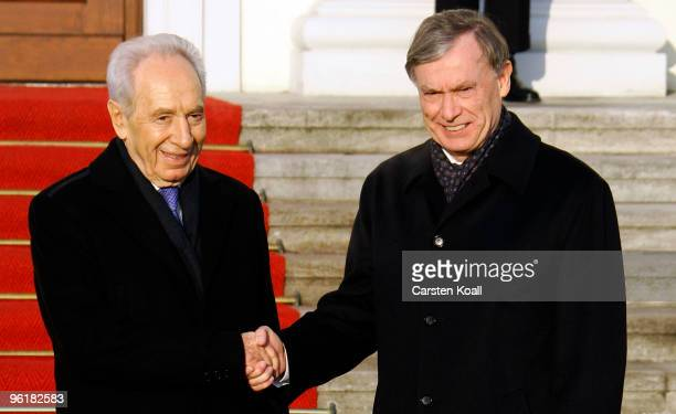 German President Horst Koehler welcomes Israeli President Shimon Peres at the Bellevue palace on January 26 2010 in Berlin Germany Peres is on a...
