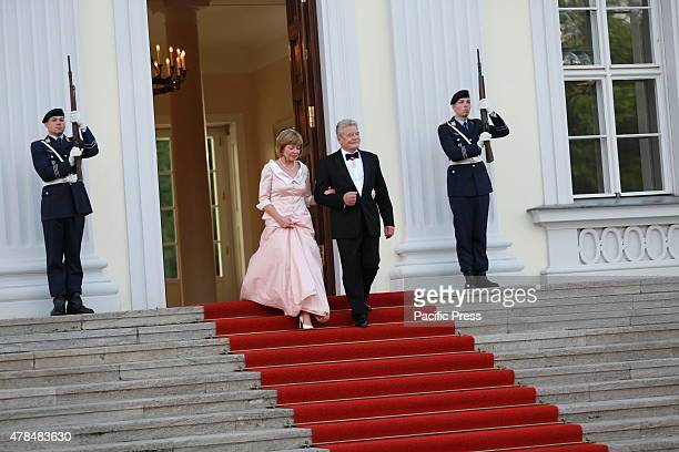German President Joachim Gauck and Daniela Schadt waiting for the Queen Elizabeth II before the Bellevue Palace for State Banquet