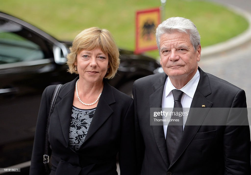 German President <a gi-track='captionPersonalityLinkClicked' href=/galleries/search?phrase=Joachim+Gauck&family=editorial&specificpeople=2077888 ng-click='$event.stopPropagation()'>Joachim Gauck</a> and his partner <a gi-track='captionPersonalityLinkClicked' href=/galleries/search?phrase=Daniela+Schadt&family=editorial&specificpeople=7055235 ng-click='$event.stopPropagation()'>Daniela Schadt</a> arrive for the funeral service for the literary critic Marcel Reich-Ranicki (1920 - 2013) on September 26, 2013 in Frankfurt am Main, Germany.