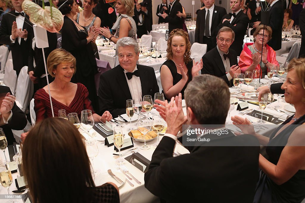 German President Joachim Gauck (C) and his partner Daniela Schadt (L) attend the 2012 Bundespresseball (Federal Press Ball) at the Intercontinental Hotel on November 23, 2012 in Berlin, Germany.