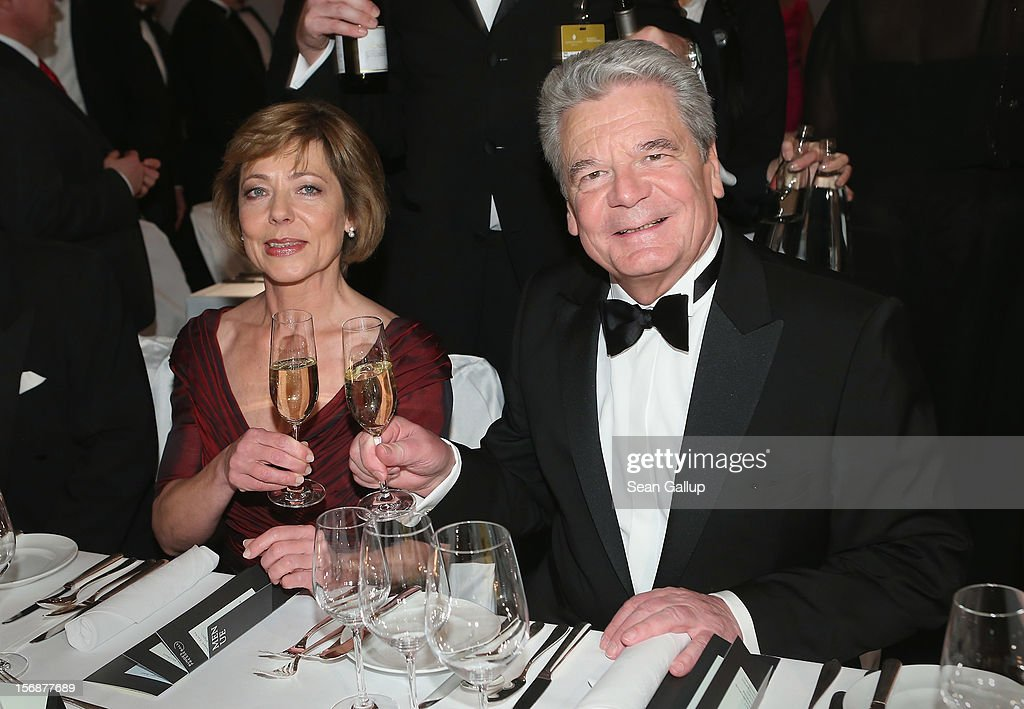 German President <a gi-track='captionPersonalityLinkClicked' href=/galleries/search?phrase=Joachim+Gauck&family=editorial&specificpeople=2077888 ng-click='$event.stopPropagation()'>Joachim Gauck</a> and his partner Daniela Schadt attend the 2012 Bundespresseball (Federal Press Ball) at the Intercontinental Hotel on November 23, 2012 in Berlin, Germany.