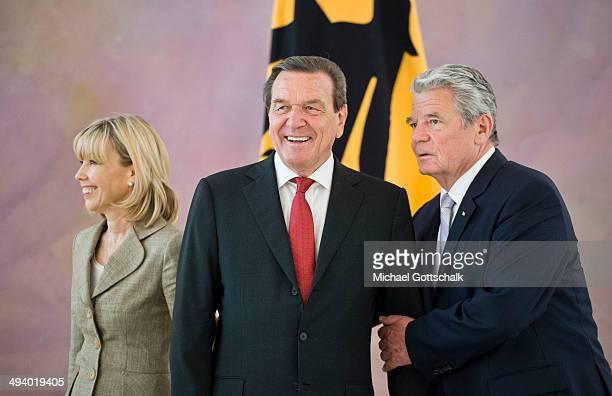 German President Joachim Gauck and his partner Daniela Schadt welcome former German chancellor Gerhard Schroeder and his wife Doris SchroederKoepf...