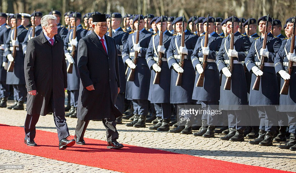 German President Joachim Gauck (L) and Indonesian President Susilo Bambang Yudhoyono (R) review a guard of honour at the presidential Bellevue palace in Berlin, Germany on March 04, 2013. President Yudhoyono arrived in Germany to open the International Tourism Bourse ITB. Indonesia is the 2013 official partner country of the world's leading travel trade show, running from March 6-10, 2013.