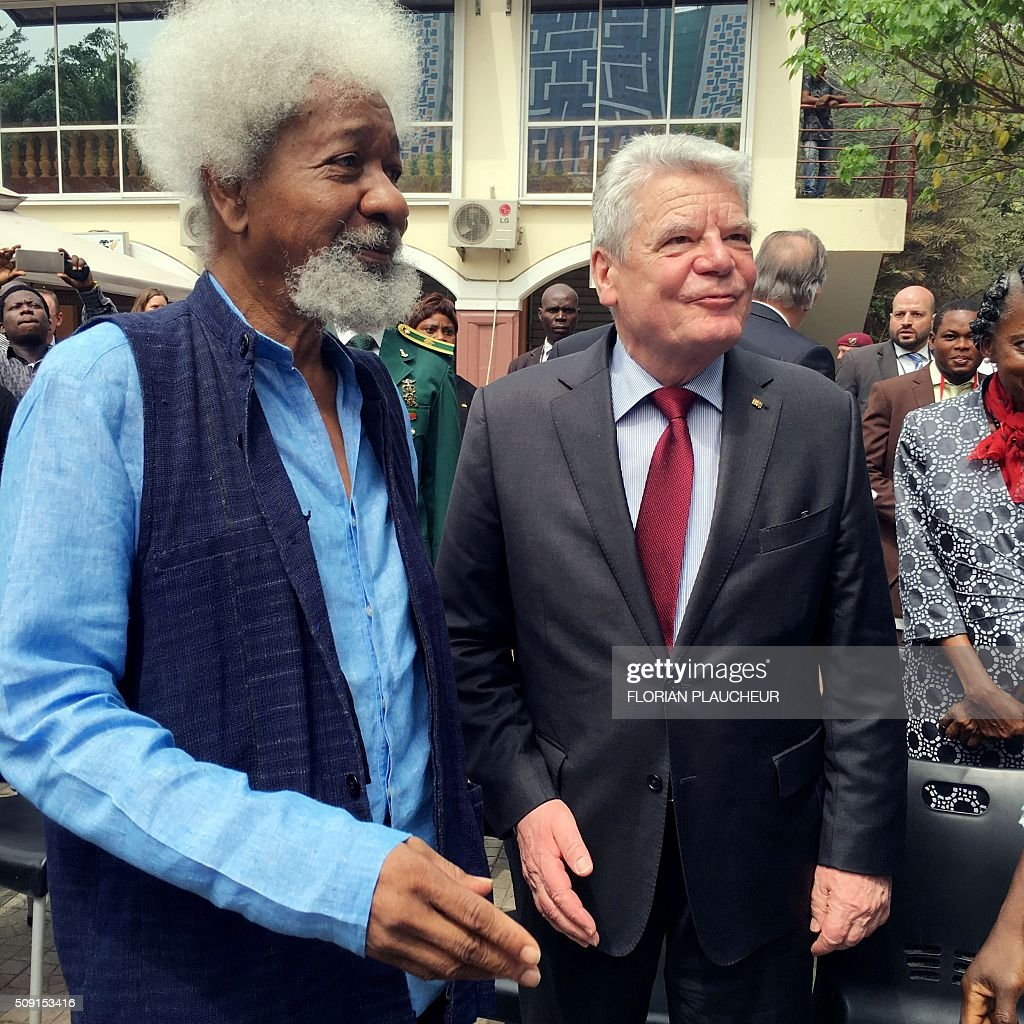 German President Joachim Gauck and Nobel laureate Professor Wole Soyinka looks at a cultural dance at the Freedom Park in Lagos, on February 9, 2016. German President Joachim Gauck, accompanied by his wife and top government functionaries as well as strong delegation from the business community is in Nigeria to strengthen cooperation between the two countries. / AFP / FLORIAN PLAUCHEUR