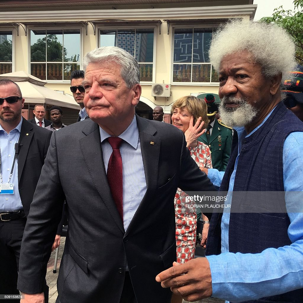 German President Joachim Gauck (L) and Nobel laureate Professor Wole Soyinka looks at a cultural dance at the Freedom Park in Lagos, on February 9, 2016. Gauck, accompanied by his wife and top government functionaries as well as strong delegation from the business community, is in Nigeria to strengthen cooperation between the two countries. / AFP / FLORIAN PLAUCHEUR