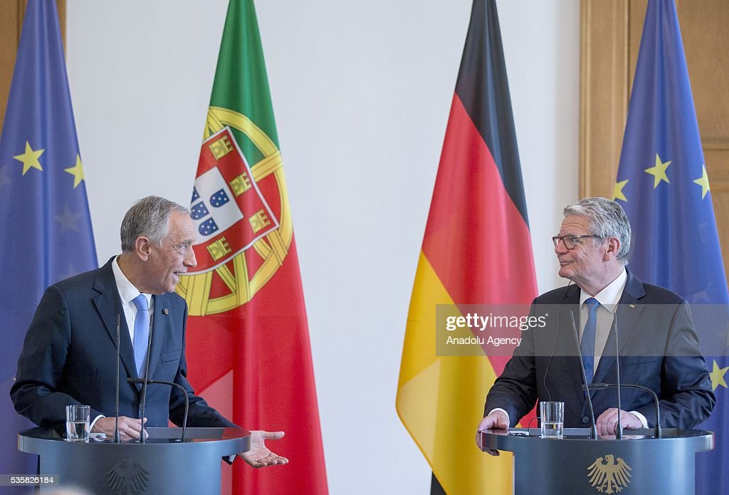 German President Joachim Gauck (R) and Portuguese President Marcelo Rebelo de Sousa (L) are seen during a press conference at the Schloss Bellevue Palace in Berlin, Germany on May 30, 2016.