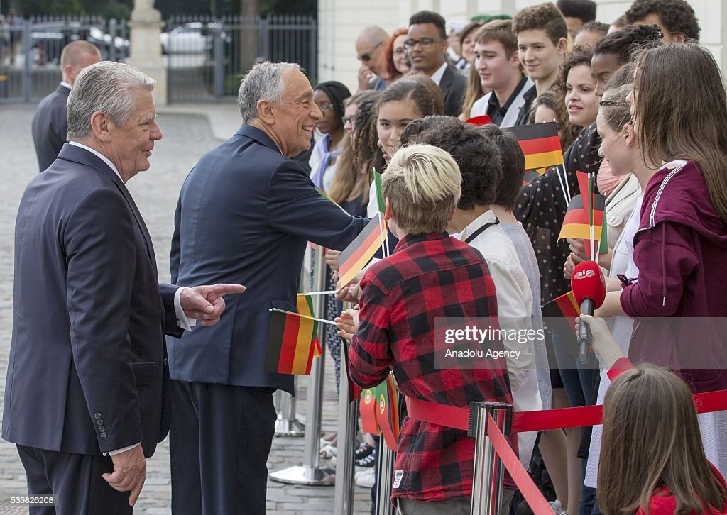 German president Joachim Gauck (L) and Portuguese President Marcelo Rebelo de Sousa (2nd L) are seen during a welcome ceremony at the Bellevue presidential palace in Berlin on May 30, 2016.