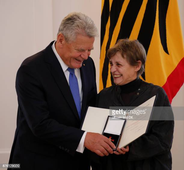 German President Joachim Gauck Ceremoniously hands over to the actress Katharina Thalbach the Order of Merit 1st Class The pressident ceremoniously...