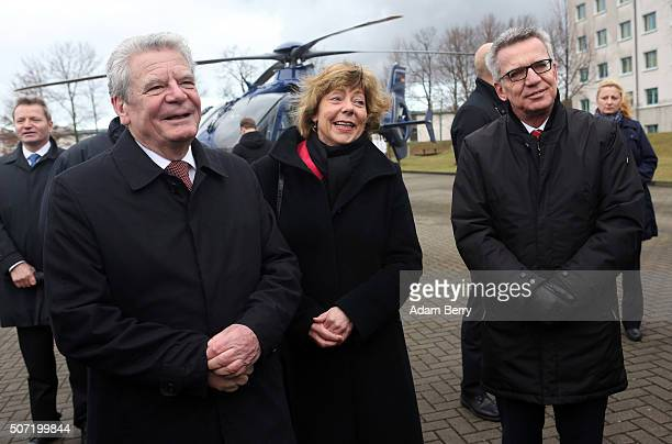 German President Joachim Gauck his partner Daniela Schadt and Interior Minister Thomas de Maiziere visit a BFEplus Police Unit on January 28 2016 in...