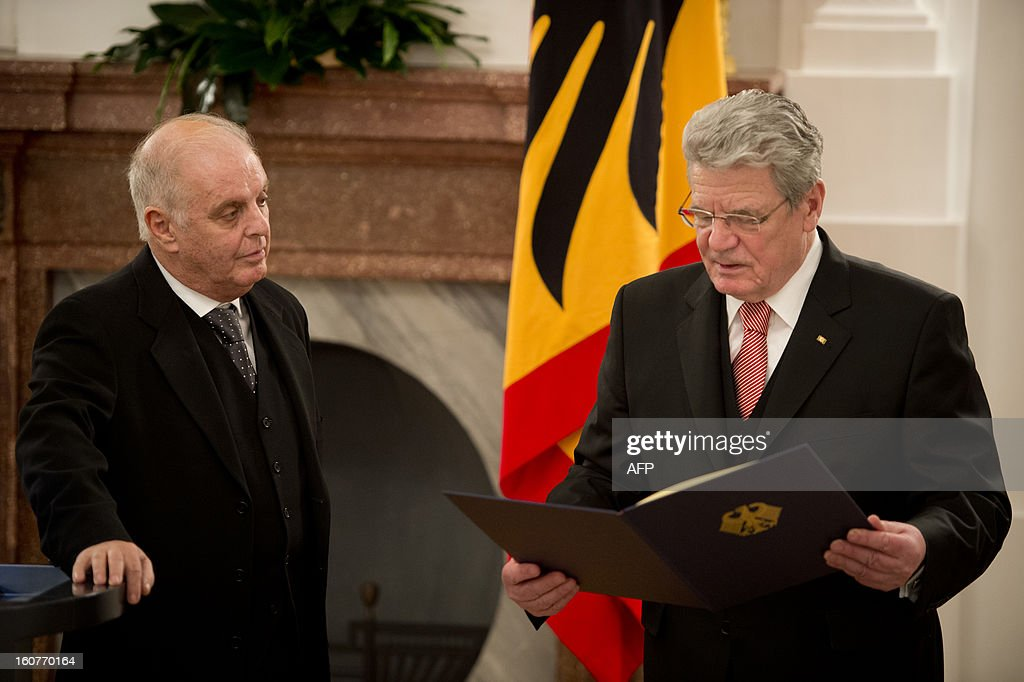 German President Joachim Gauck (R) holds the laudation to Conductor Daniel Barenboim on behalf of his awarding with the German order of Merit for services to music and culture before a dinner in his honour at the Bellevue Palace in Berlin on February 5, 2013. AFP PHOTO / ODD ANDERSEN