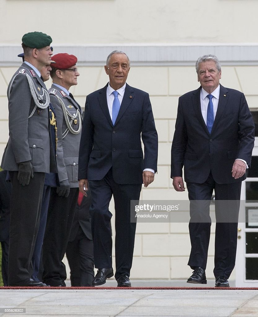 German president Joachim Gauck (R) reviews an honour guard with Portuguese President Marcelo Rebelo de Sousa (L) during a welcome ceremony at the Bellevue presidential palace in Berlin on May 30, 2016.