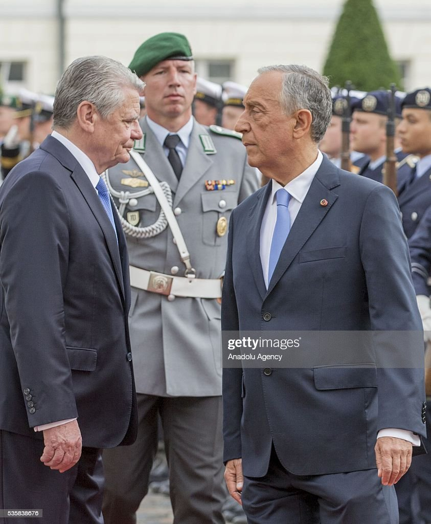 German president Joachim Gauck (L) reviews an honour guard with Portuguese President Marcelo Rebelo de Sousa (R) during a welcome ceremony at the Bellevue presidential palace in Berlin on May 30, 2016.