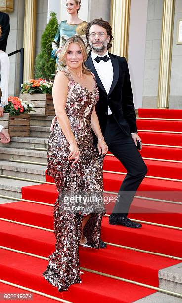 German singer and moderator Kim Fisher and dutch actor and moderator Roeland Fernhout attend the Leipzig Opera Ball 2016 on September 10 2016 in...