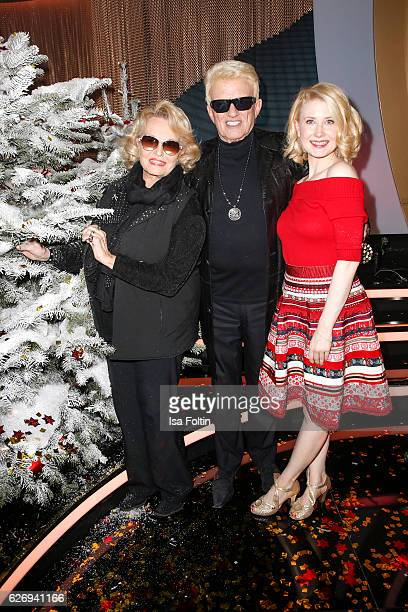 German singer Heino with his wife Hannelore Kramm and US singer Sarah Jane Scott during the tv show 'Die schoensten Weihnachtshits' on November 30...