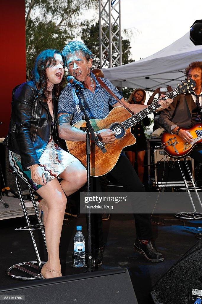 German singer Vicky Leandros and Peter Maffay during the 'Ein Herz fuer Kinder' summer party at Wannseeterrassen on May 26 2016 in Berlin Germany